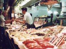 Fish_shop_by_ellievanhoutte_in_Nishiki-ichiba,_Kyoto