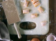 cutting gnocchi