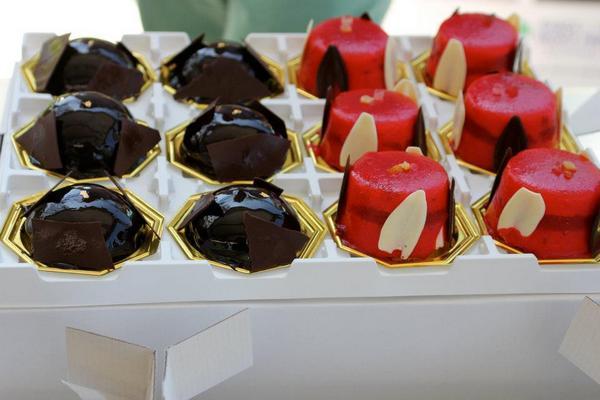 Monoporzione perlanera( ricotta di bufala  arancio candito e cioccolato) e f_