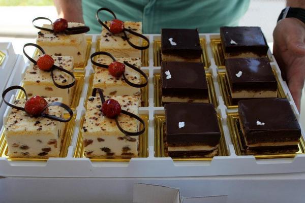 Monoporzioni malaga( ricotta di bufala e uvetta) e operà( cioccolato e caffè)